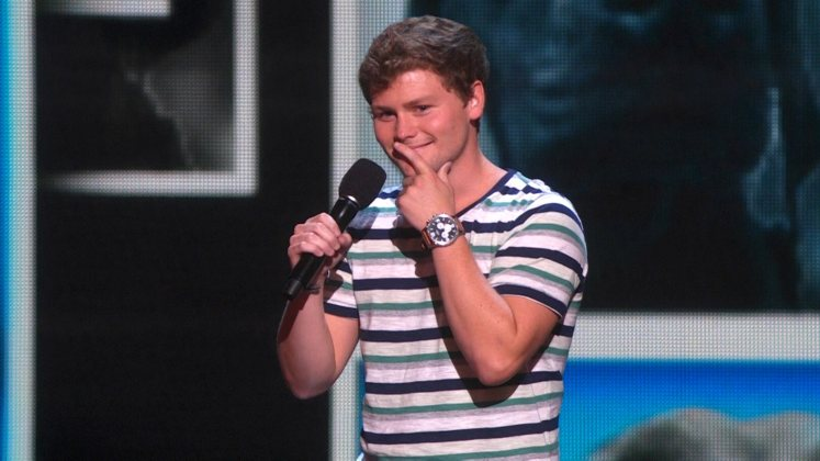 Large image of stand-Up comic Drew Lynch